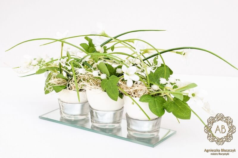 dekoracje-wiekanocne-krakow-niska-kompozycja-wielkanocna-ze-sztucznych-kwiatów- agnieszka-błaszczyk-abkwiaty