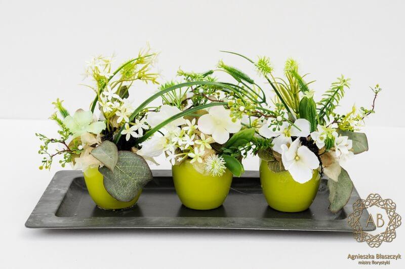 dekoracje-wiekanocne-krakow-niska-kompozycja-wielkanocna-ze-sztucznych-kwiatów-zielona agnieszka-błaszczyk-abkwiaty