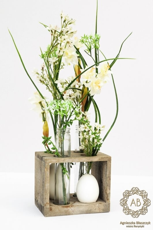dekoracje-wiekanocne-krakow-niska-kompozycja-wielkanocna-ze-sztucznych-kwiatów-rustykalna-agnieszka-błaszczyk-abkwiaty