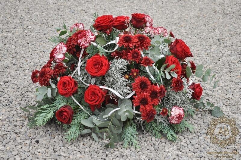 wiązanka pogrzebowa z czerwonych róż goździków i chryzantem Agnieszka Błaszczyk abkwiaty kraków
