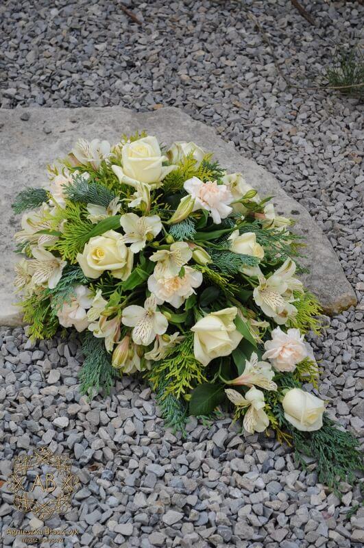 wiązanka pogrzebowa z róż i alstromerii Agnieszka Błaszczyk abkwiaty kraków