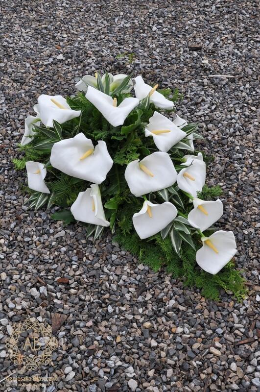 wiązanka pogrzebowa z białych kalii Agnieszka Błaszczyk abkwiaty kraków