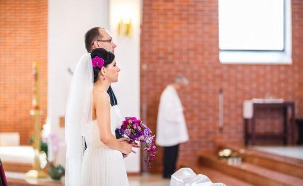 Spływający bukiet ślubny fioletowo-różowy