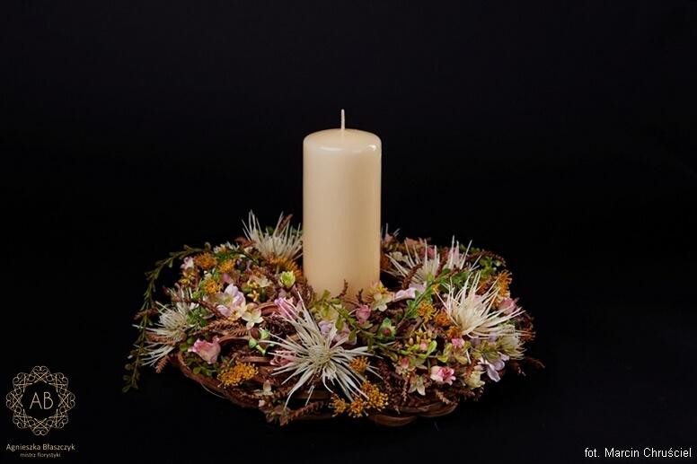 wianek z kwiatów sztucznych na grób Agnieszka Błaszczyk abkwiaty kraków