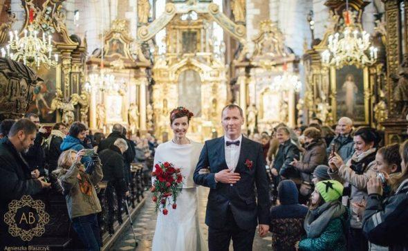 Bukiet ślubny Kraków kaskadowy czerwony anemony róże tulipany wianek na ślub Agnieszka błaszczyk abkwiaty