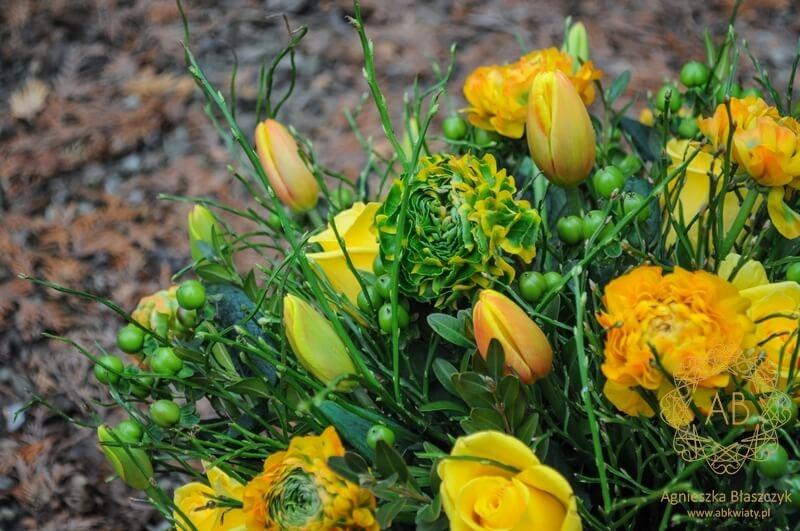 Bukiet kwiatów dostawa Kraków żółto-zielony jaskry tulipany róże dziurawiec Agnieszka Błaszczyk abkwiaty