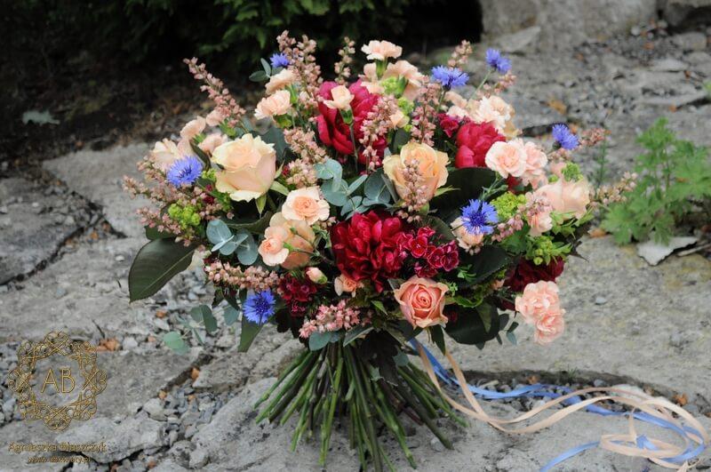 bukiet kwiatów Kraków z piwoniami różami goździkami żurawkami chabrami Agnieszka Błaszczyk abkwiaty