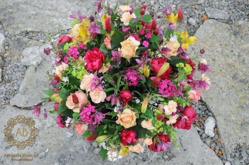 Bukiet kwiatów na dzień matki Kraków orliki piwonie goździki alstremerie róże koniczyna różowy brzoskwiniowy Agnieszka Błaszczyk abkwiaty