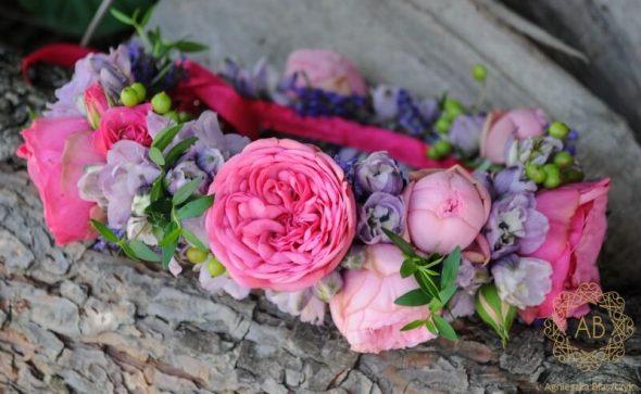 Wianek kwiatowy na głowę na sesję zdjęciową różowa róża lila ostróżka duże kwiaty Agnieszka Błaszczyk abkwiaty Kraków