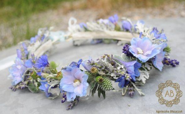 Wianek z niebieskich kwiatów na ślub ostróżka lawenda mikołajek starzec Agnieszka Błaszczyk abkwiaty Kraków