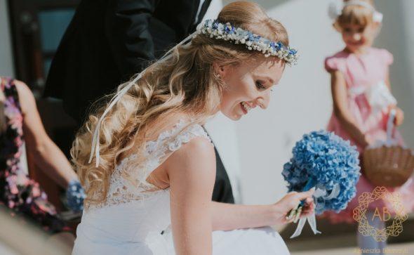 Wianek biało-niebieski na głowę na ślub gipsówka ostóżka hortensja Agnieszka Błaszczyk abkwiaty Kraków
