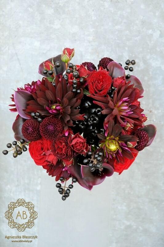 Bukiet ślubny Kraków bordowe czerwone czarne kwiaty dalie róże cantedeskie odważny Agnieszka Błaszczyk abkwiaty