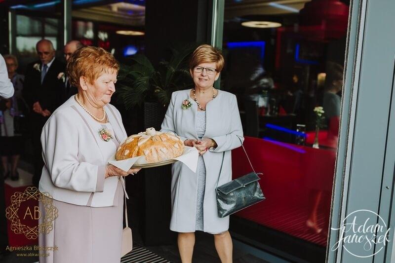 Kwiatowe broszki korsarze dla mam i babć na ślub dekoracje z żywych kwiatów Agnieszka Błaszczyk abkwiaty Kraków