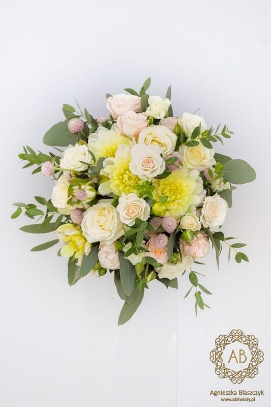 Bukiet ślubny i wianek na głowę pastelowe kwiaty i liście eukaliptusa róże dalie Agnieszka Błaszczyk abkwiaty Kraków