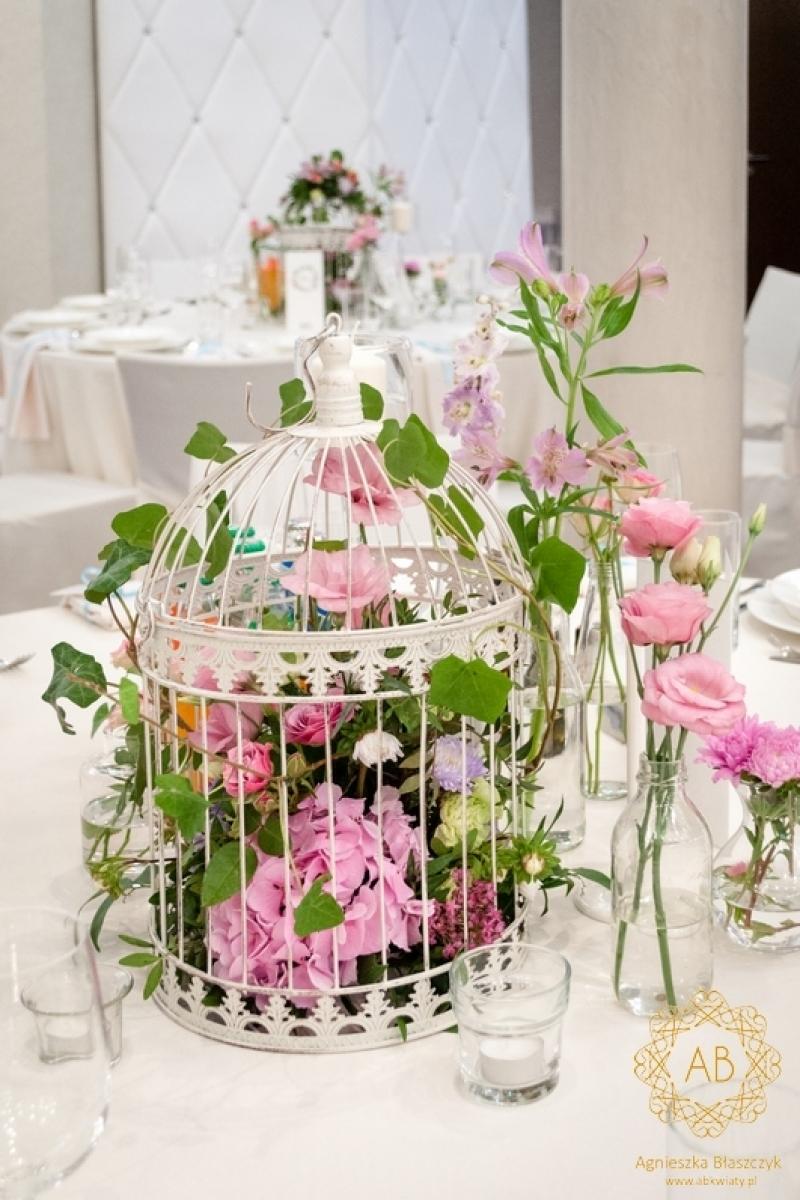 Dekoracja sali weselnej klatki z kwiatami abkwiaty kraków