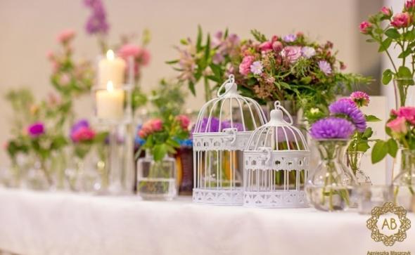 Dekoracja sali weselnej stół pary młodej klatki i kwiaty abkwiaty Kraków