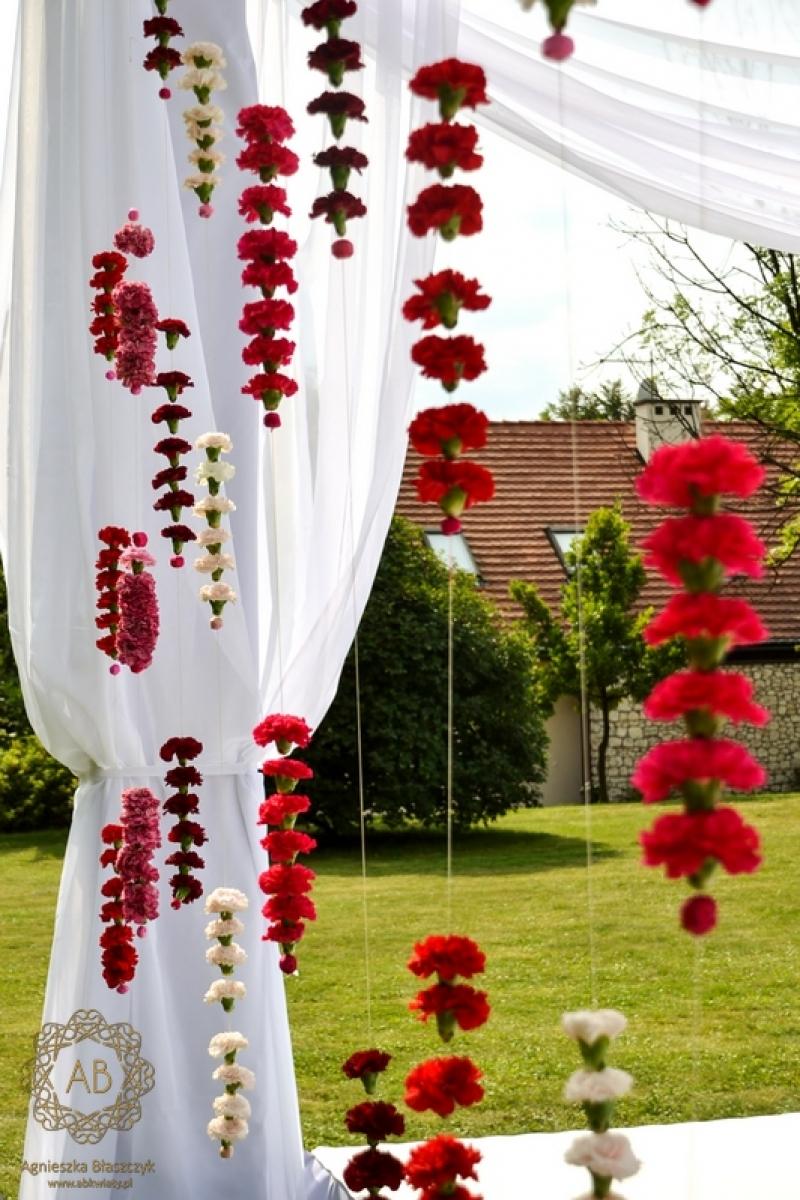 dekoracja_plenerowa_na_slub_polsko-hinduski_dwor_w_tomaszowicach_abkwiaty_krakow_6